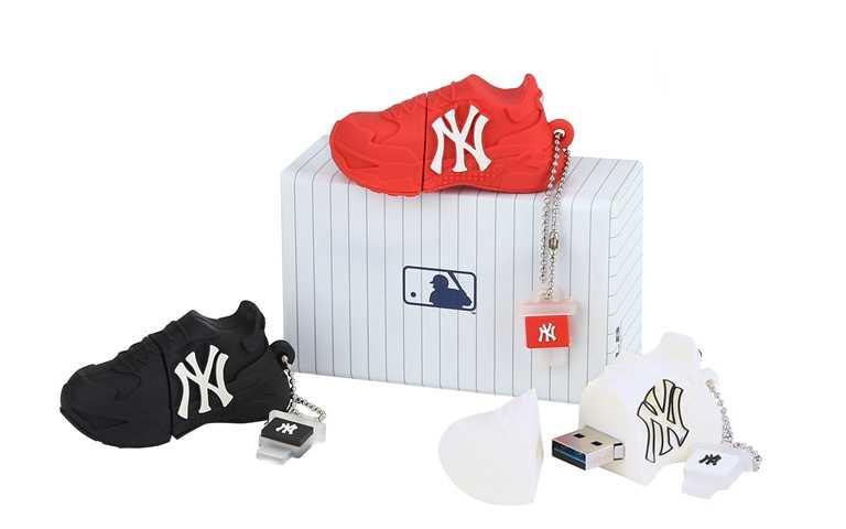 4/1至4/5凡消費滿NT3,600(內含一雙Big Ball Chunky老爹鞋),即可獲贈Q 版迷你 Big Ball Chunky老爹鞋USB乙個(顏色隨機)。(圖/MLB KOREA)