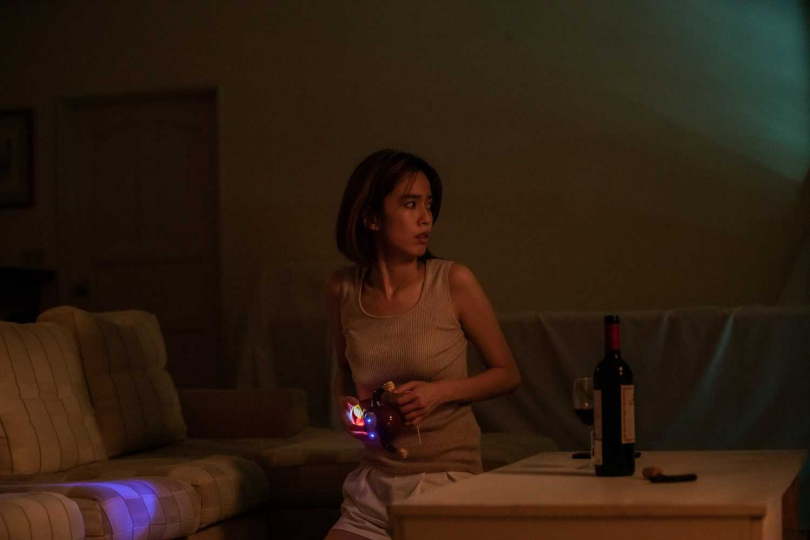 陳庭妮在劇中常常處於驚嚇狀態。(圖/七十六号原子提供)