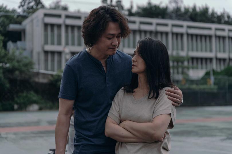 王識賢(左)在Netflix《誰是被害者》與謝瓊煖演夫妻。(圖/Netflix提供)