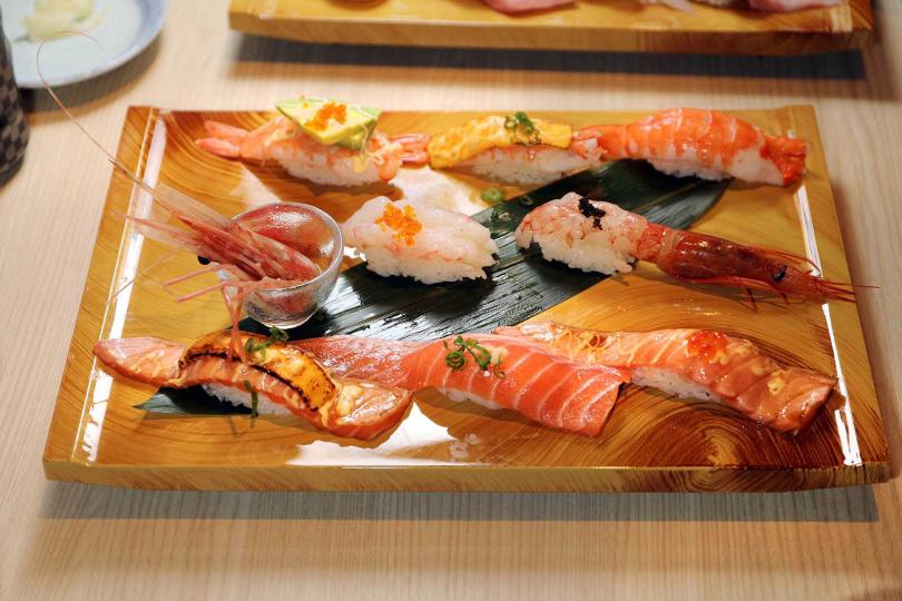 鮭魚鮮蝦海鮮拼盤。(圖/于魯光攝)