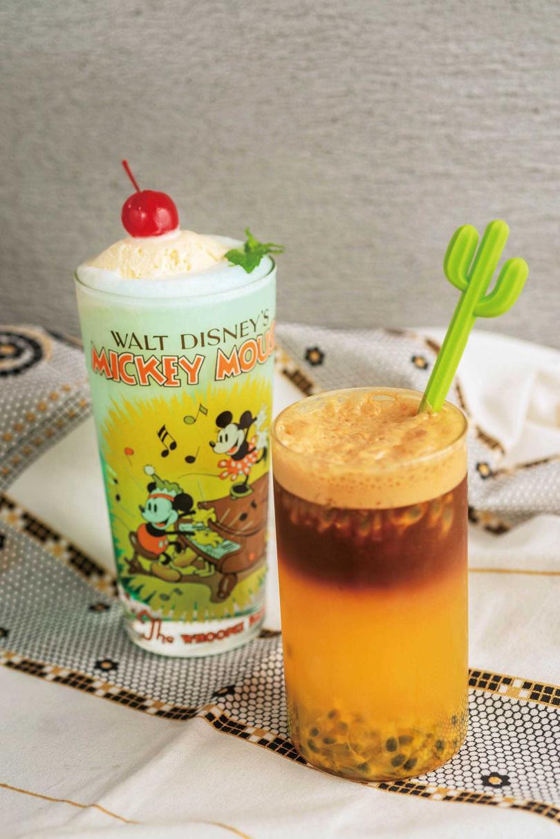 「美香」(右)喝得到咖啡的微苦,入喉時又能感受到酸甜果香(150元);夏日限定特調「冰淇淋薄荷氣泡」,入口後冰涼感立馬在口中迸發。(160元)(圖/張祐銘攝)