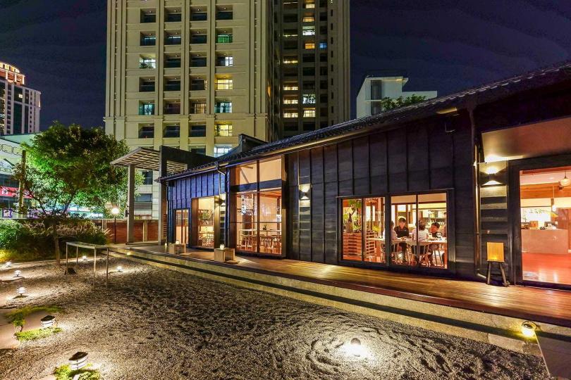 晚上的「Taivii餐酒館」在燈光照耀之下,更有氣氛。(圖/焦正德攝)