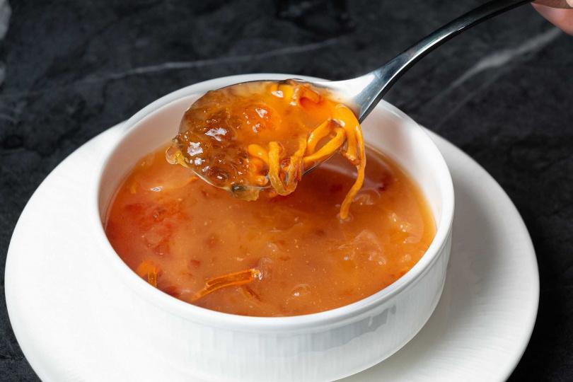 桃膠銀耳海鮮湯。(圖/台北華國大飯店提供)