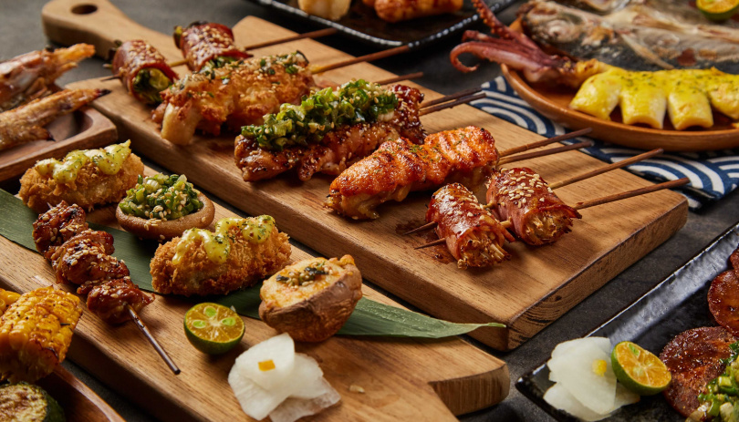 每一道燒烤料理都會灑上日本進口柚子粉去油解膩。