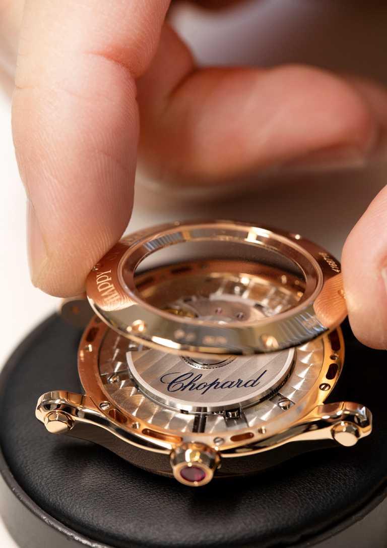 全新Chopard「Happy Sport」系列腕錶亞洲限定版,錶殼採用符合倫理道德標準的18K玫瑰金製成,彰顯王者風範。(圖╱Chopard提供)