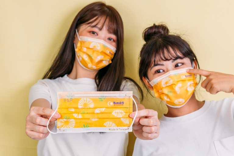「Mamak檔」推出消費滿700並打卡即可獲贈鳳梨口罩。