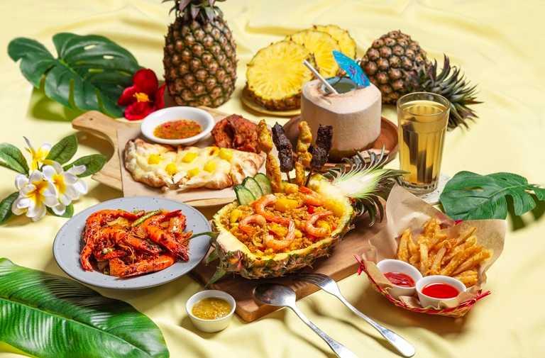 「南島旺萊季-金鑽雙人套餐」將鳳梨與馬來西亞料理結合,充滿夏日風情。