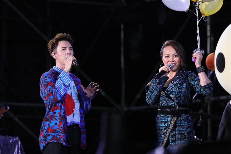 戴愛玲與陳勢安合唱〈Shallow〉,掀起另一波高潮。(圖/寬提供)
