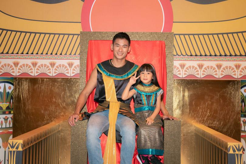 亮哲大推逛展覽享受親子互動。