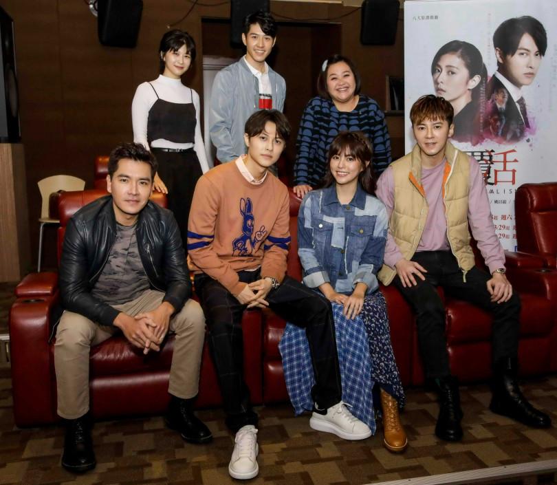 王傳一、李國毅兩位男神「前男友」力挺任容萱主演的新戲《覆活》。(圖/八大)