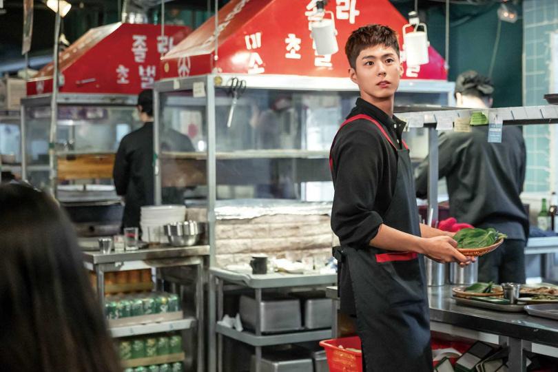 現實中,朴寶劍也曾為生活所苦,他跑去當練習生就是因為家境不好,想要及早工作。(圖/Netflix提供)