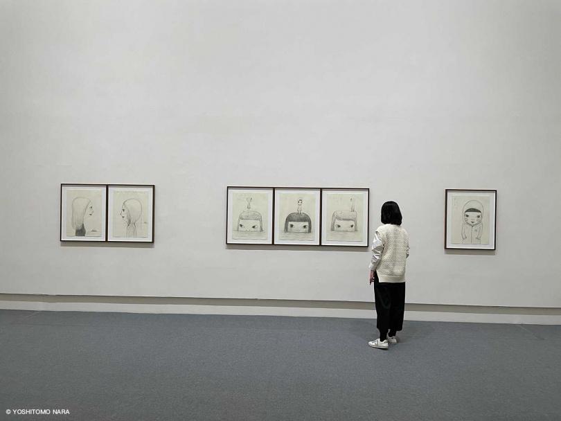展場展示了多幅奈良美智的素描新作。