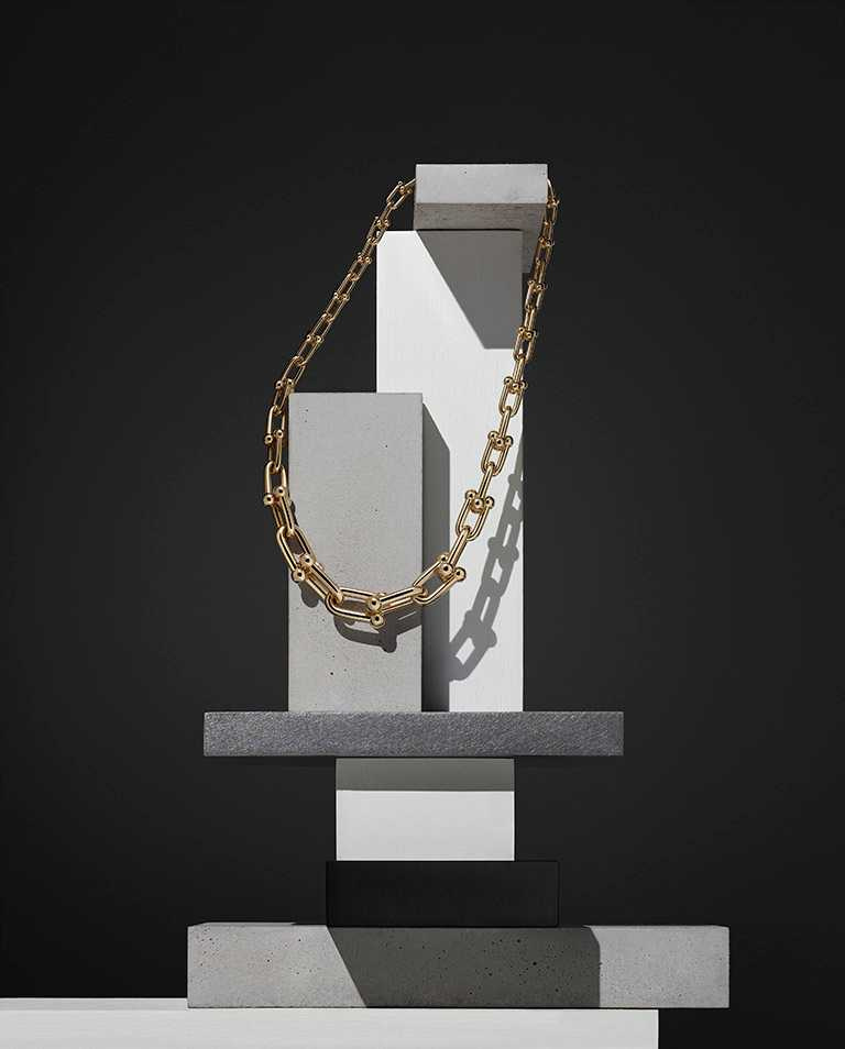 TIFFANY & CO.「HardWear」系列,18K金鏈結設計項鍊╱452,000元。(圖╱TIFFANY & CO.提供)