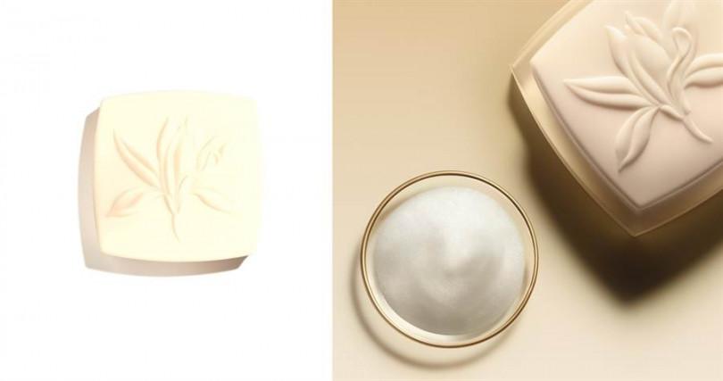 香奈兒奢華金燦賦活潔顏皂 115g/3,050元  因為含有乳油木果油及賦活保濕複合物,所以不會像一般洗顏皂洗完的乾澀感,取而代之的是非常柔嫩舒適的潔淨感。(圖/品牌提供)