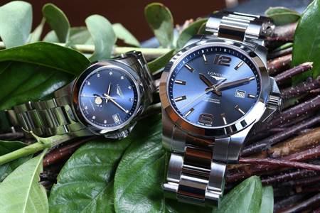 (右) 浪琴Conquest征服者系列藍面男士腕錶,定價:38,000元 (左) 浪琴Conquest征服者系列藍面月相女錶,定價:41,500元