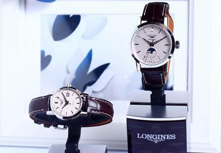 (右)浪琴1832系列男士月相腕錶,定價:70,200元 (左)浪琴1832系列女士腕錶,定價:58,800元