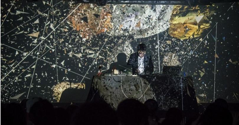 由白晝之夜失聲祭與聲響實驗室Digilog共同呈現的《模組合成器大對抗》。