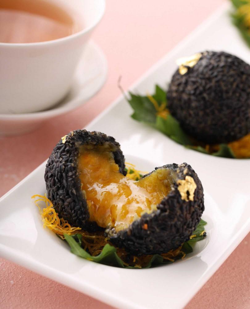 法國黑松露流沙芝麻球。(圖/玖尹餐廳提供)