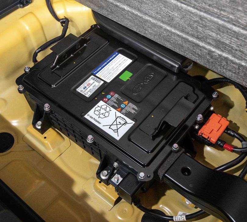 搭配48V輕油電系統,使STONIC在起步時沒有重拖感,平均油耗更可達到19.9km/l。(圖/張文玠攝)