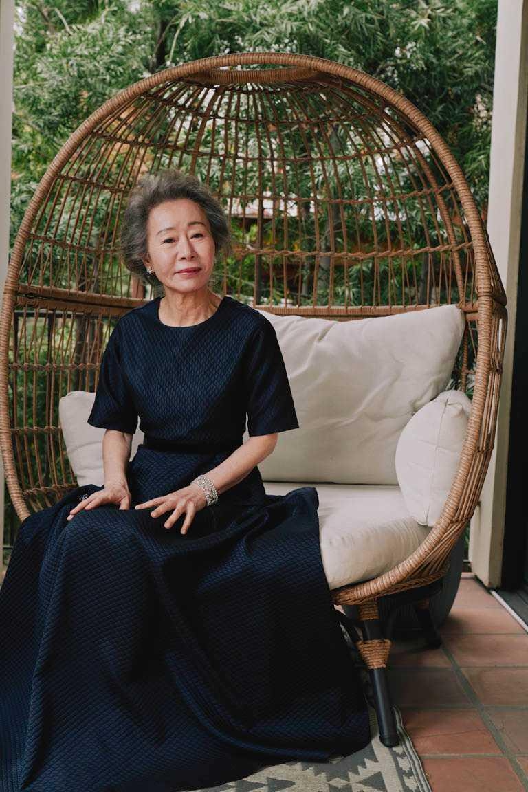 第93屆奧斯卡「最佳女配角」得主尹汝貞,典禮上佩戴珠寶均來自Chopard蕭邦的高級珠寶系列,完美烘托典雅韻味。(圖╱Chopard提供)