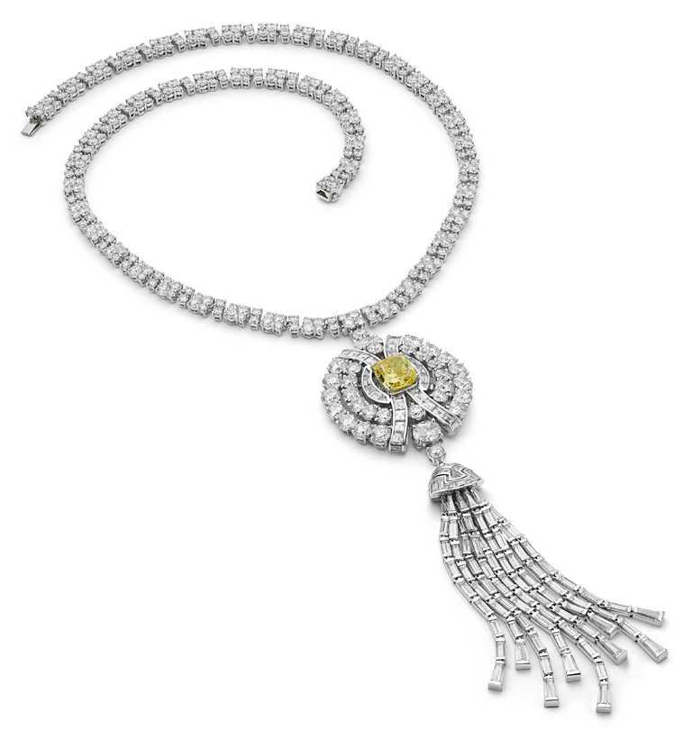 BVLGARI頂級黃鑽與鑽石項鍊,鉑金項鍊鑲嵌1顆6克拉黃鑽、18顆鑽石、693顆花式階梯式切割鑽石、398顆圓形切割鑽石與密鑲鑽石,總重約61.50克拉。(圖╱BVLGARI提供)