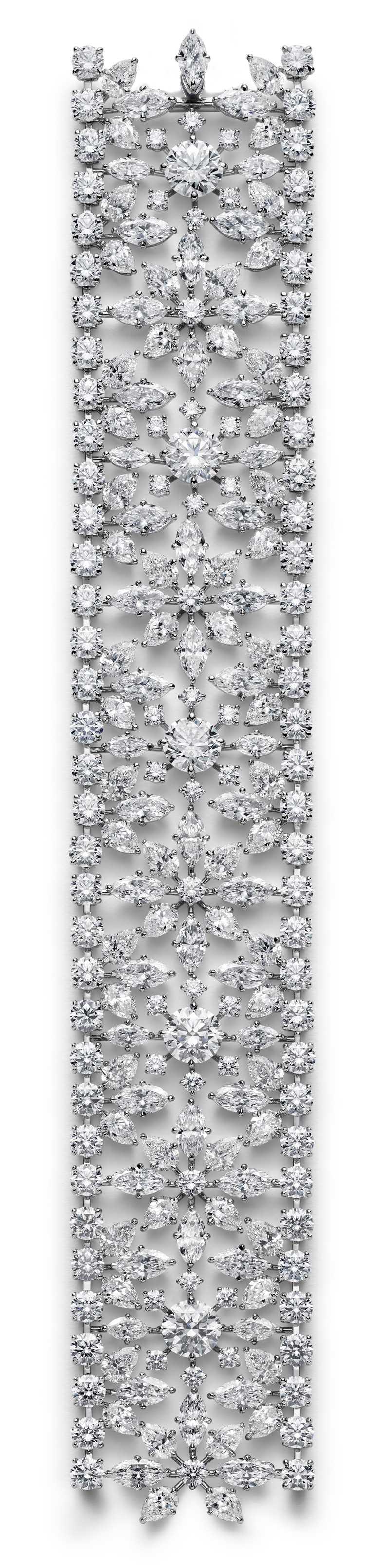 Chopard高級珠寶系列,18K白金手鍊,鑲嵌50.8克拉鑽石。(圖╱Chopard提供)