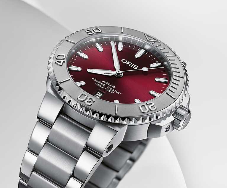 ORIS「Aquis」日期錶,41.5mm,不鏽鋼錶殼,Oris 733型自動上鏈機芯╱61,000元。(圖╱ORIS提供)