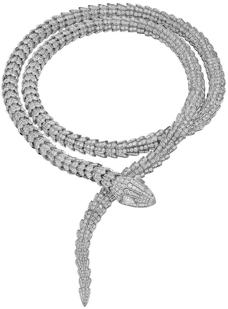 BVLGARI「Serpenti」系列,頂級白K金鑽石項鍊,鑲嵌2顆D-F IF-VVS梨形切割鑽石於蛇眼,與D-F IF-VVS密鑲鑽石,總重約79.12克拉╱15,704,000元。(圖╱BVLGARI提供)