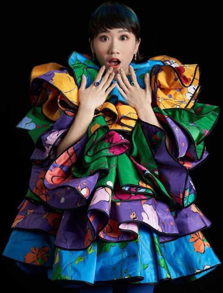 Lulu黃路梓茵佩戴TIFFANY & CO.高級珠寶系列作品,開心步上第32屆金曲獎星光紅毯。(圖╱取自IG@sunnygirl800424)