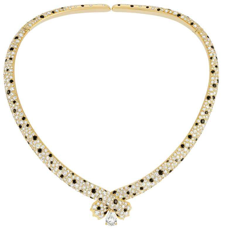 FRED「Ombre Feline」系列高級珠寶,黄金鑽石項鍊,黃K金鑲嵌總重29.59克拉33顆美鑽、138顆共5.48克拉黑色尖晶石,搭載1顆1.50克拉GVS1等級梨形主鑽╱5,191,700元。(圖╱FRED提供)