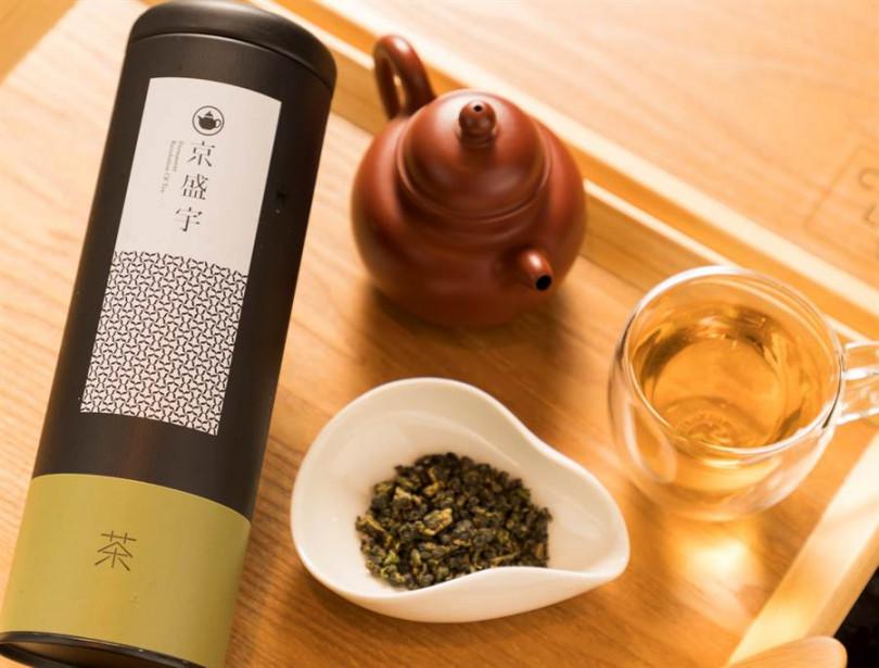 下午茶搭配的茶由台灣茶知名品牌「京盛宇」嚴選三款特色茶:阿里山烏龍、白毫茉莉、鐵觀音,並有資深茶藝師桌邊服務現泡。(照片CÉ LA VI Taipei提供)