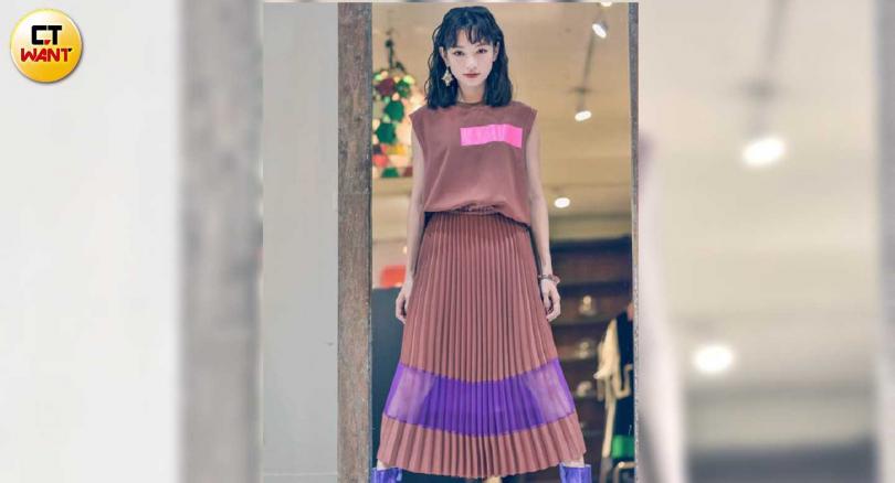 店裡的服裝,都是設計師灌注巧思後加工而成,很吸引姚愛寗的眼光。