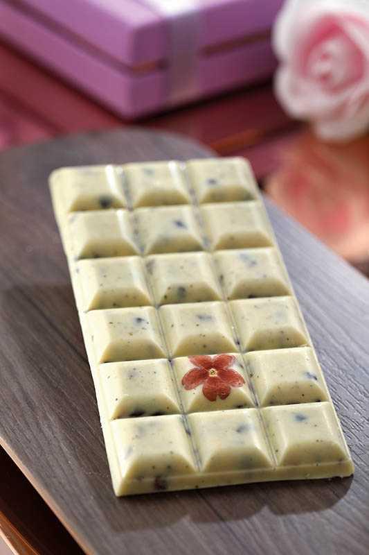 「花椒可可豆療癒巧克力霸」也是台灣首次榮獲ICA大獎的白巧克力。(350元/1片)(圖/于魯光攝)