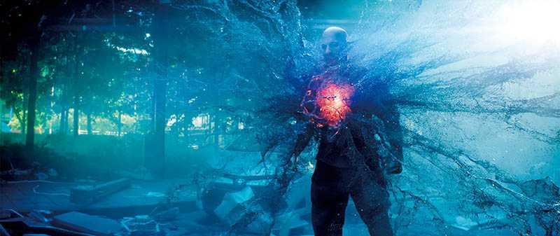 血液中擁有奈米科技大軍後,馮迪索每次受傷都會自行恢復,不怕敵人攻擊。(圖/双喜電影提供)