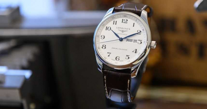 Longines 浪琴表Master 巨擘系列銀色面盤年曆腕錶。