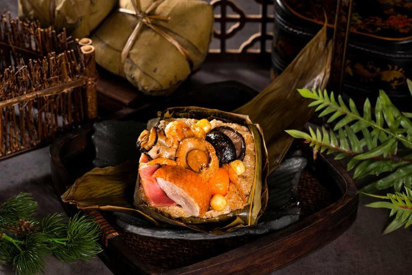 鮑魚廣式裹蒸粽。(圖/香格里拉台北遠東國際大飯店提供)