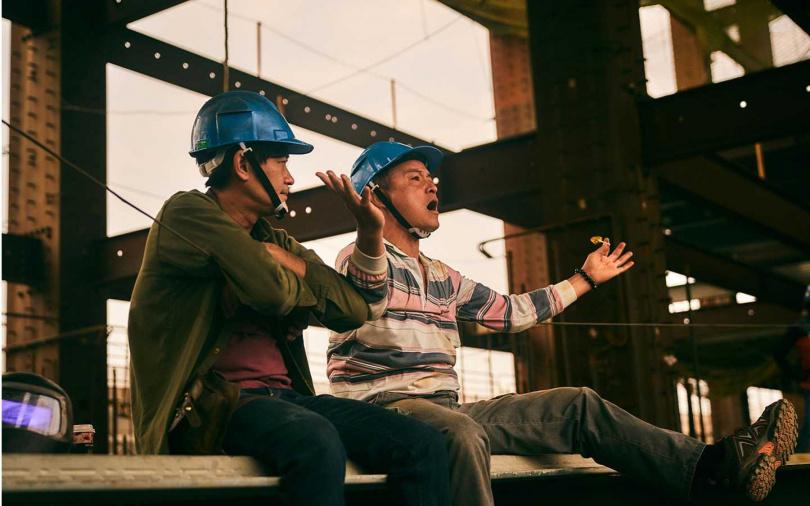 李銘順(右)與柯叔元(左)所呈現的鐵工兄弟個性大不同。(圖/大慕影藝提供)