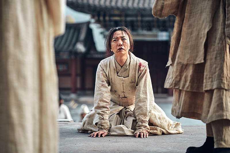 編劇透露裴斗娜飾演的醫女是關鍵角色。(圖/NETFLIX提供)