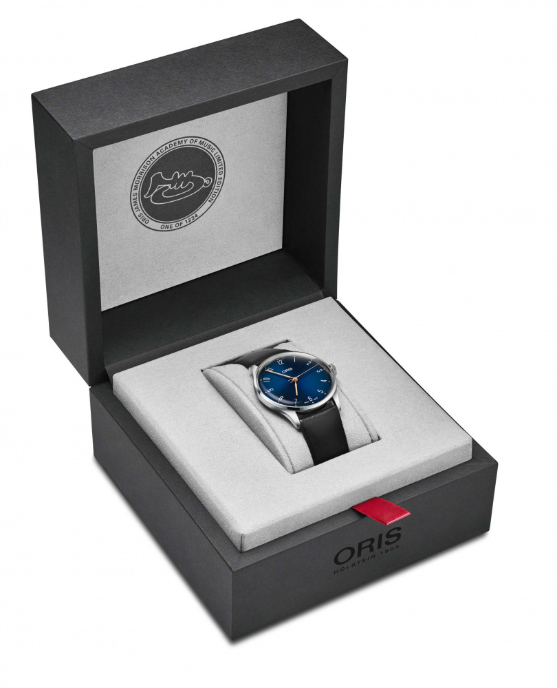 ORIS「James Morrison AoM音樂學院」限量腕錶,搭配特殊錶盒,全球限量1,234只。(圖╱ORIS提供)