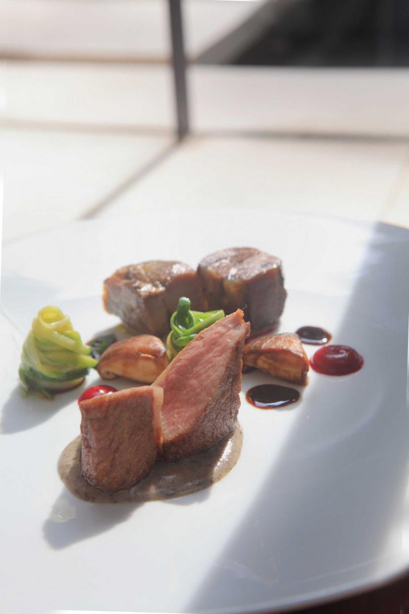 「花蓮黑山羊」選用肉質較緊實也較無腥羶味的台灣黑山羊製作,風味令人驚豔。(圖片提供/三二行館Villa 32)