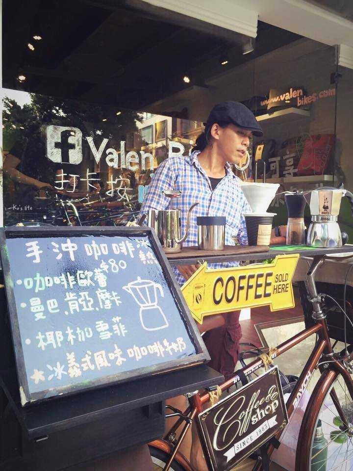 手工組得獎咖啡館之一—B-Roll Coffee。(圖/翻攝自B-Roll Coffee粉絲專頁)