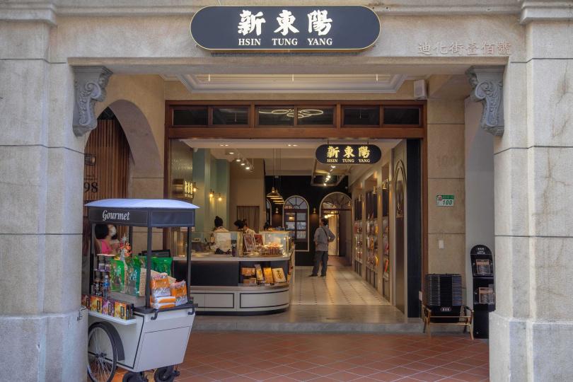 肉乾品牌開設全台首家新型態複合店,巴洛克風建築十分搶眼。