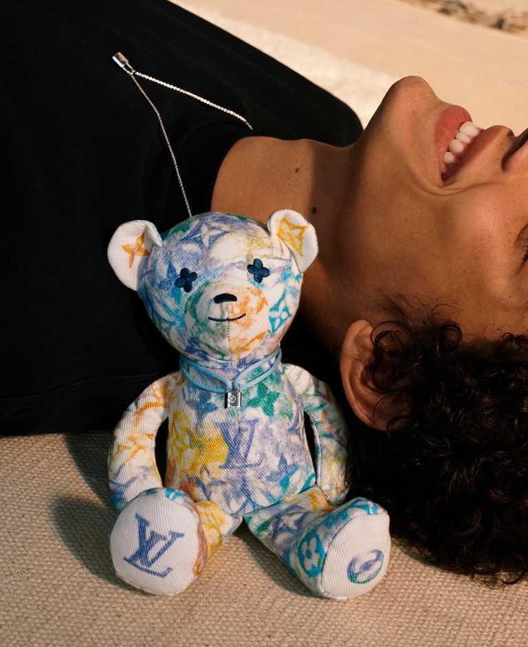 LOUIS VUITTON x UNICEF「Doudou Louis」泰迪熊布偶╱30,600元。(圖╱LOUIS VUITTON提供)