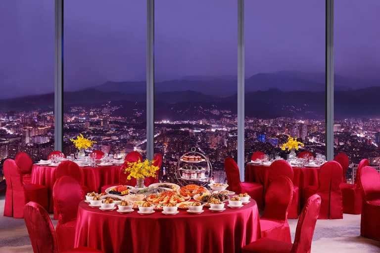 「Mega 50宴會廳」坐落於新北地標百揚大樓的48樓,景色優美。
