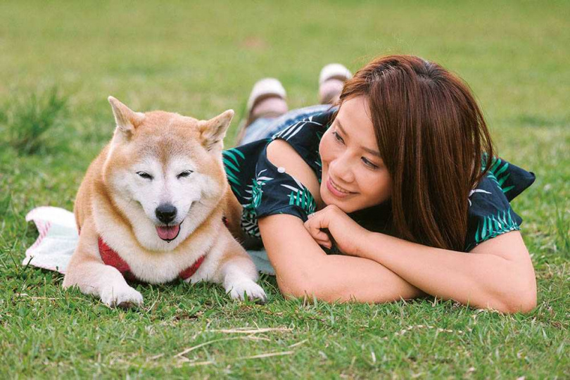 回憶起愛犬,秦綾謙透露,Yumi個性十分穩定,時常陪她外出工作。(圖/秦綾謙提供)