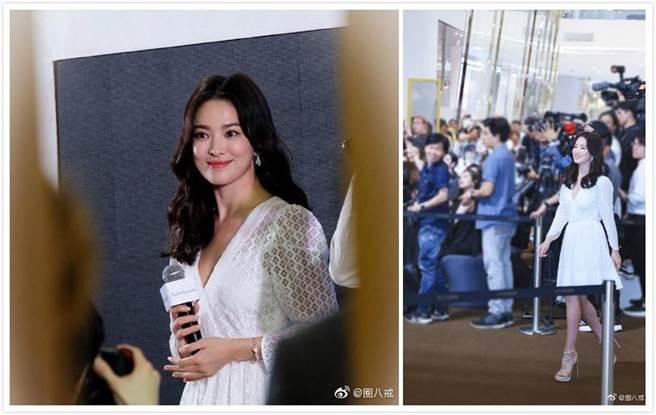 宋慧喬著白色紗裙現身,看起來氣色不錯。(圖/翻攝自微博)