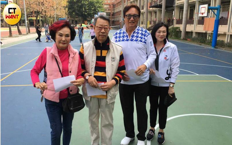 左起胡錦、顧安生、秦祥林、曹昌莉,相約一同投票。(攝影/常朝貴)