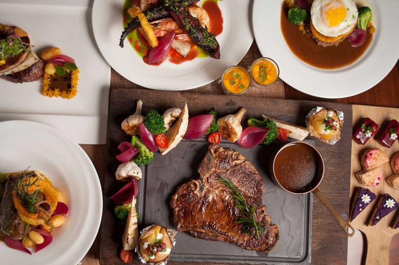 「食在精點.半自助式套餐」提供十八道海陸空主餐與現場海陸沙拉吧及甜點、水果、飲品可無限享用。(圖/美麗信花園酒店)