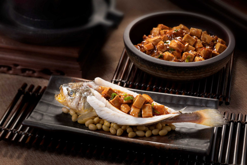 燒拌陳黃魚麻婆豆腐。(圖/台南大員皇冠假日酒店提供)