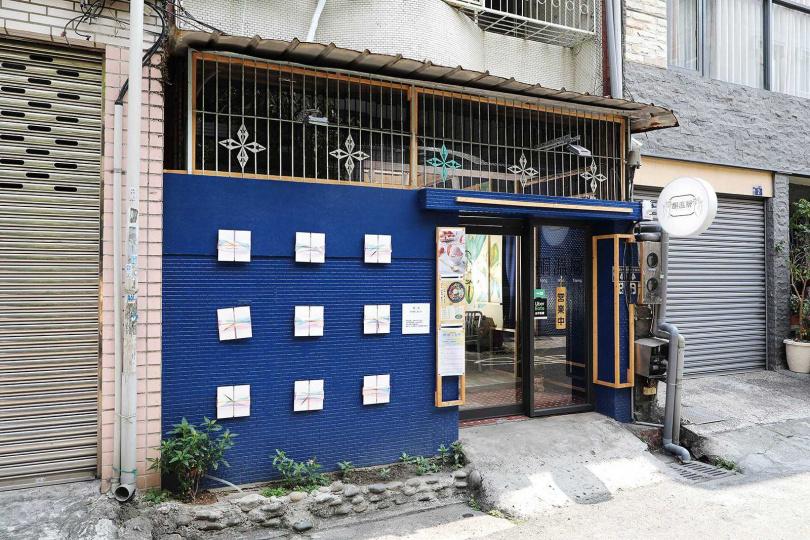 「酮溫層生酮低碳飲食專賣店精誠店」的所在地是一座環境簡約的老宅,小巧雅緻。(圖/于魯光攝)